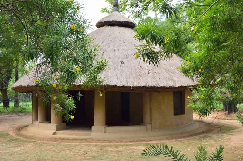 santiniketan-taladhwaj-thatched-hut-the-better-india-31-8-16web